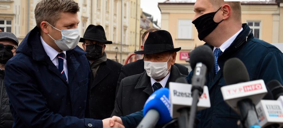 Waldemar Kotula zrezygnował ze startu w wyborach! Poparł Marcina Warchoła (VIDEO, ZDJĘCIA)