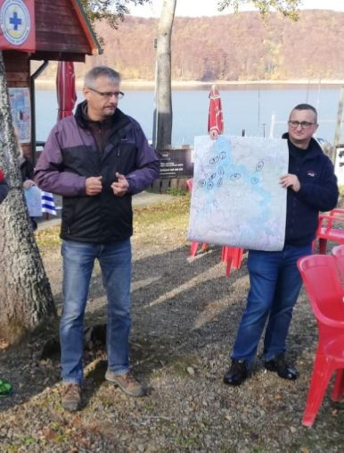 BIESZCZADY: Sprzątali brzegi Jeziora Solińskiego. Niestety, zostawiamy mnóstwo śmieci! (FOTO)