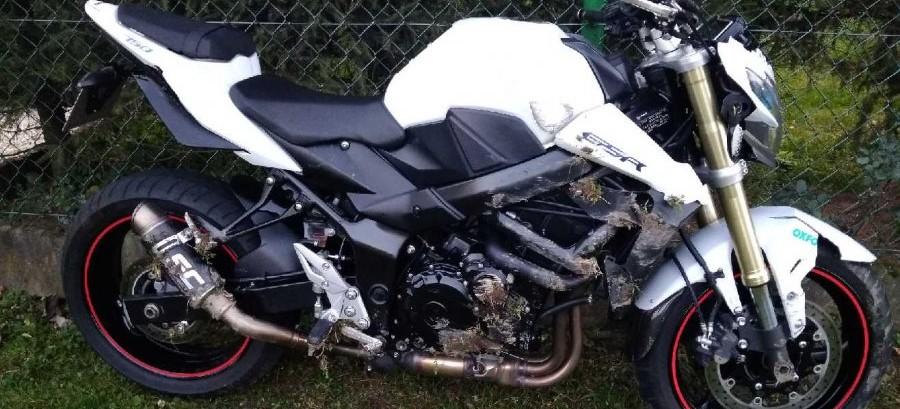 Zderzenie motocykla z osobówką. 39-latek w szpitalu (ZDJĘCIA)