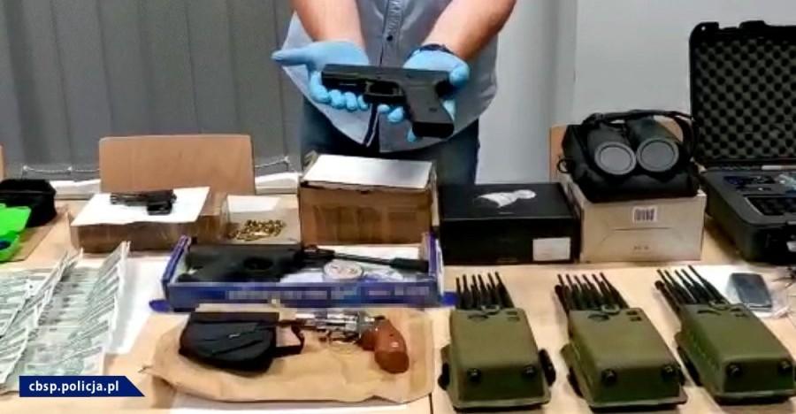Broń, maski, paralizator. Zlecenie porwania wyszło z Podkarpacia! (VIDEO, FOTO)