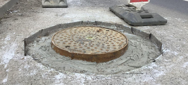 Remontują studzienki na Dąbrówce. Wielu kierowców oczekiwało tych prac (ZDJĘCIA)