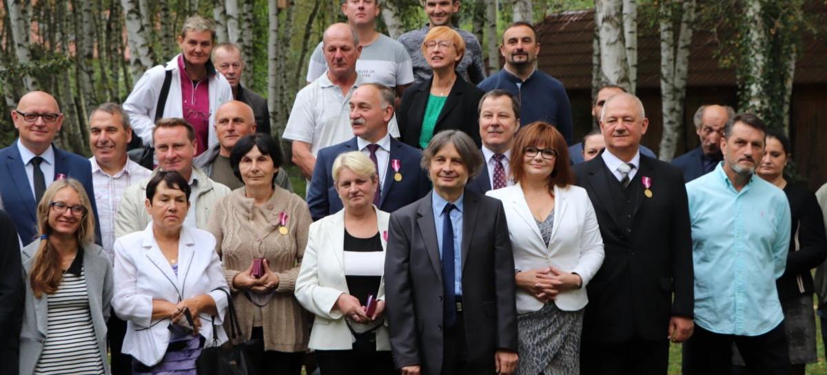 Złote Medale za Długoletnią Służbę pracownikom Arboretum i Zakładu Fizjografii w Bolestraszycach