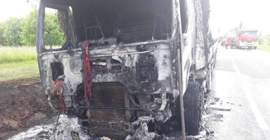 REGION: Na krajówce spalił się tir (ZDJĘCIA)