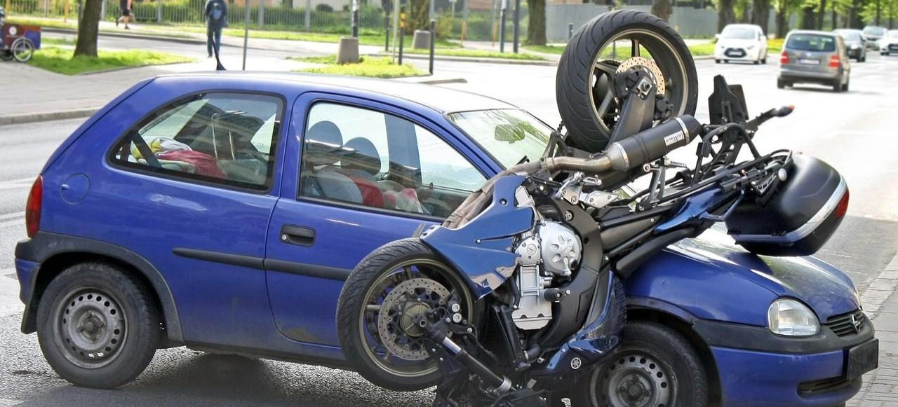 SANOK: Zderzenie motocykla z osobówką