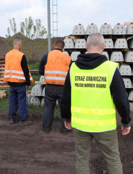 Ukraińcy pracowali nielegalnie przy modernizacji kolei. Pracodawcy grozi wysoka grzywna (ZDJĘCIE)