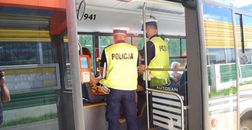 RZESZÓW. Policja sprawdza, czy pasażerowie MPK noszą maseczki (FOTO)