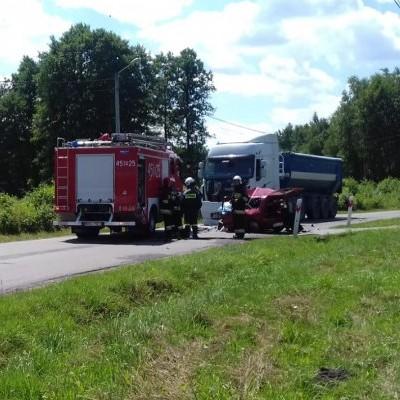 Śmiertelny wypadek w Bukowcu. Zderzenie cinquecento z ciężarówką