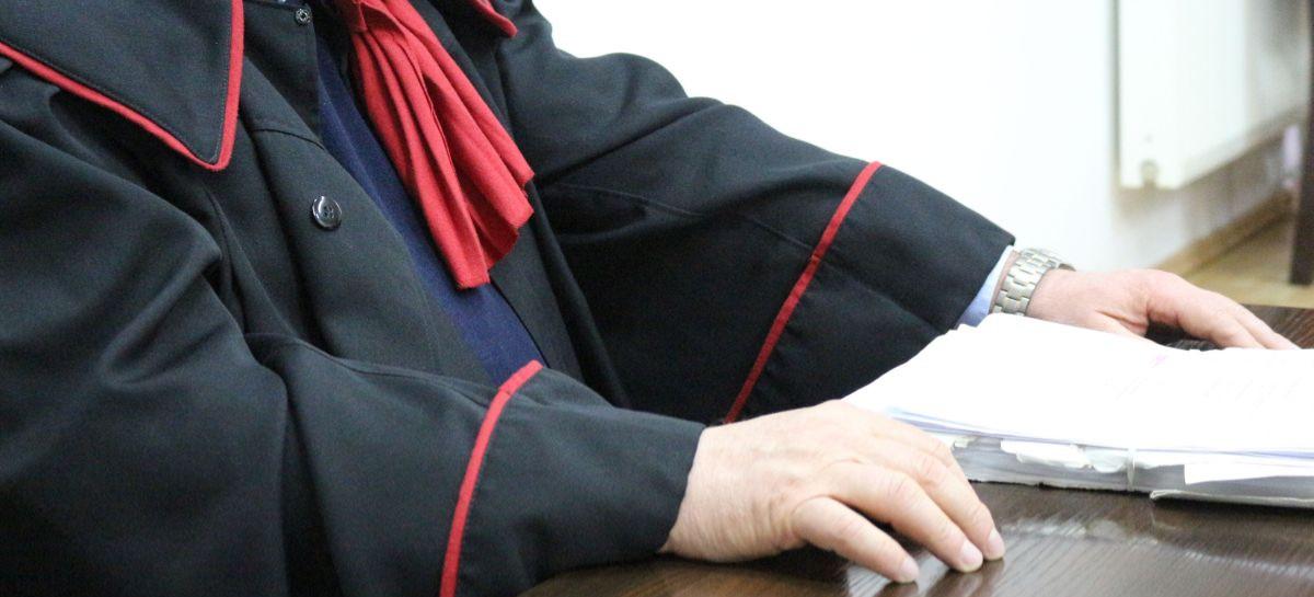Pracownicy opieki społecznej nie będą odpowiadać karnie, ale rodzice dzieci z Izdebek będą mieć jeszcze sprawę o znęcanie