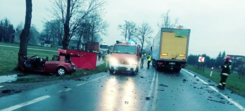JASŁO: Śmiertelny wypadek na drodze krajowej nr 73. Nie żyje 21-latka