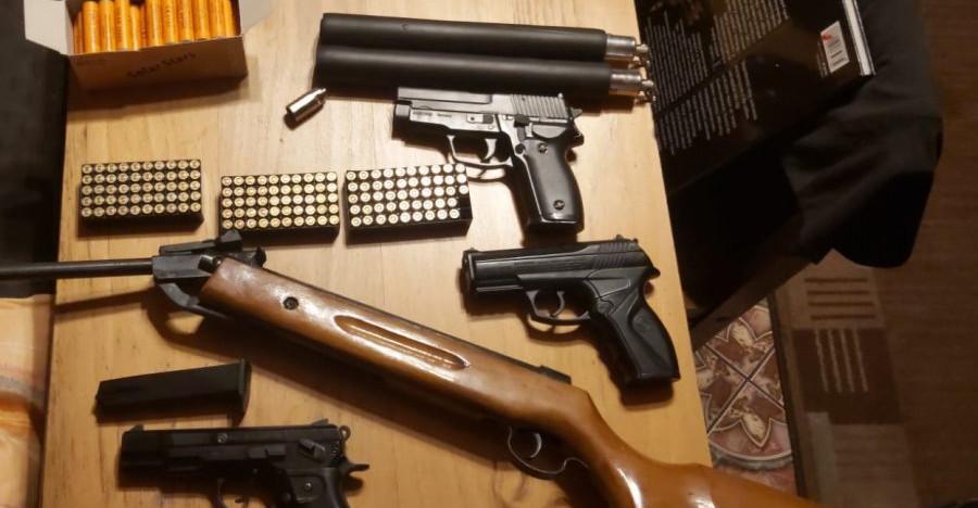 Kupowali broń przez internet. Akcja policji (ZDJĘCIA)
