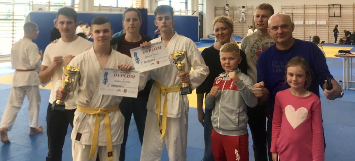Dwa srebrne medale pucharu Podkarpacia dla karateków z Niebieszczan (ZDJĘCIA)
