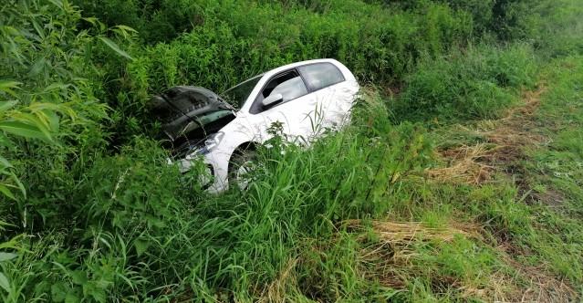 Stracił panowanie nad pojazdem i zjechał z drogi (FOTO)
