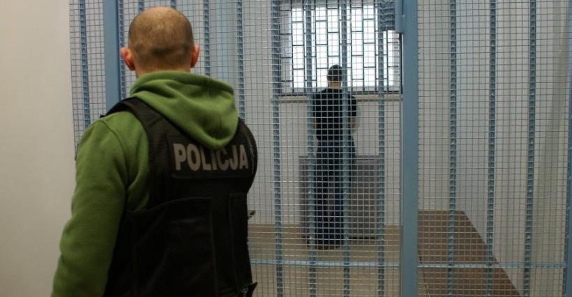 RZESZÓW. Policja zatrzymała trzech mężczyzn. Odpowiedzą za korupcję