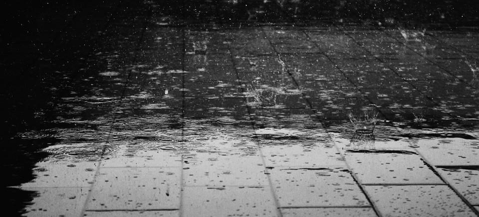 IMGW OSTRZEGA: Ma intensywnie padać! Porywisty wiatr i burze z gradem!