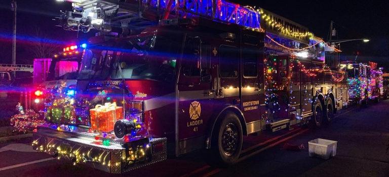 Strażak z Sanoka i efektowna iluminacja świąteczna na wozie bojowym! (ZDJĘCIA)