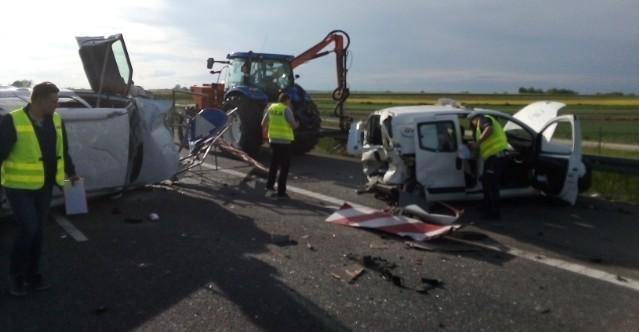 Groźny wypadek na autostradzie (ZDJĘCIA)