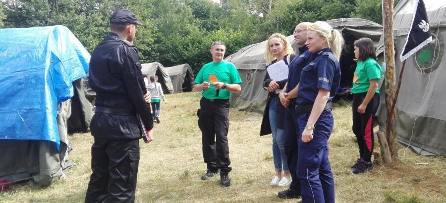 Policjanci, strażacy i leśnicy kontrolują kolonie i obozy (ZDJĘCIA)
