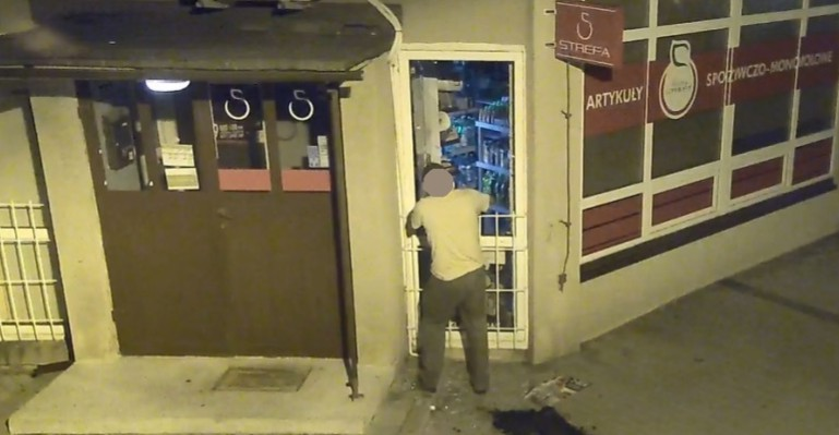 Włamał się do sklepu. Nagrał go monitoring miejski