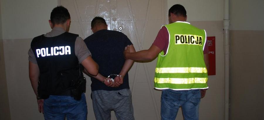 Podejrzani o rozbój i pozbawienie wolności zatrzymani przez policjantów (ZDJĘCIA)