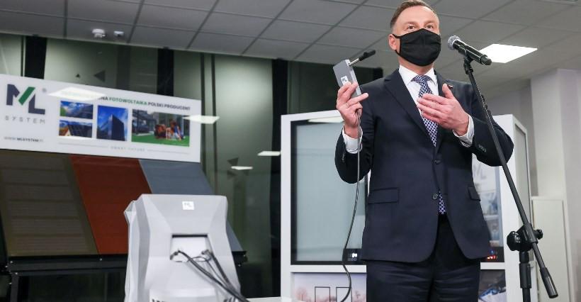 DUDA NA PODKARPACIU. Prezentacja urządzenia wykrywającego SARS-CoV-2 z oddechu! (VIDEO, ZDJĘCIA)