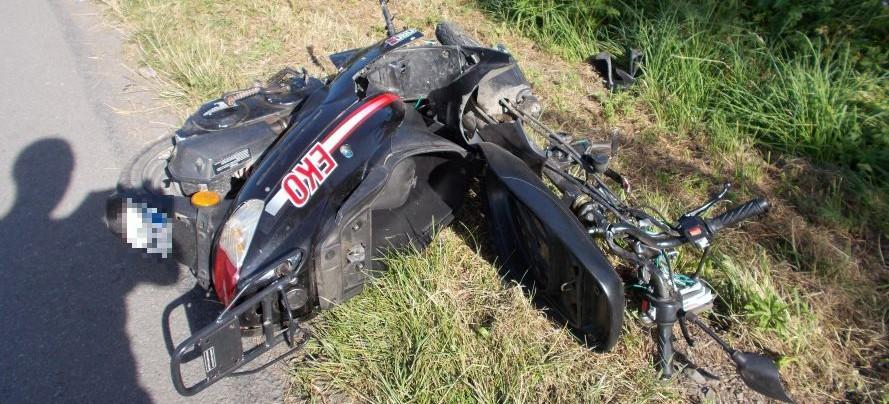 Motorowerem wjechał w traktor. 16-latek z poważnymi obrażeniami