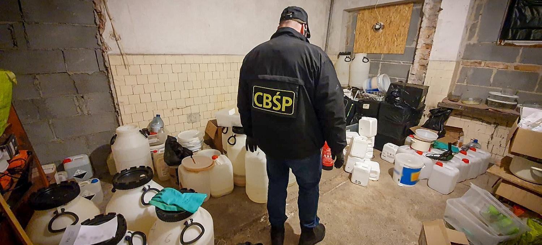 Policjanci zlikwidowali laboratorium metamfetaminy. VIDEO z akcji