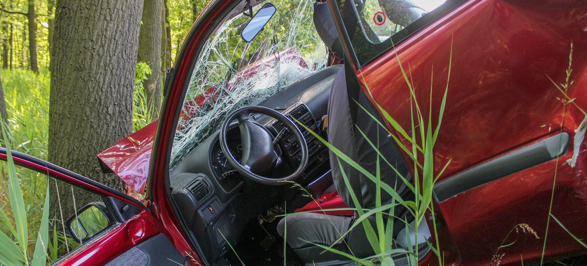 ALBIGOWA: Samochód wypadł z drogi. Cztery osoby trafiły do szpitala