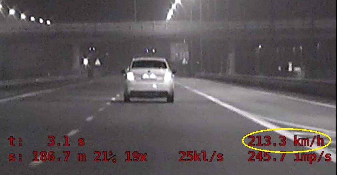 """RZESZÓW. Pędził 213 km/h autostradą A4! Działania podkarpackiej grupy """"SPEED"""" (WIDEO)"""