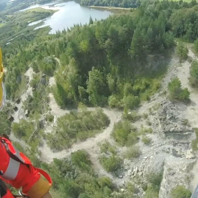 Pijana 24-latka spadła z wysokości w nieczynnym kamieniołomie