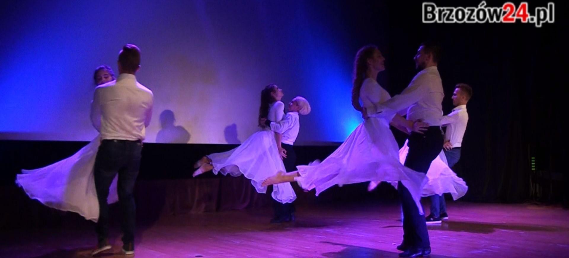 Jazz, kultowe przeboje i efektowny taniec. Koncert w Brzozowskim Domu Kultury (VIDEO)