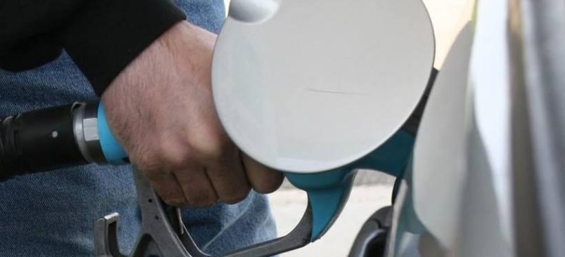 Spuszczali paliwo z aut. Zatrzymała ich policja!