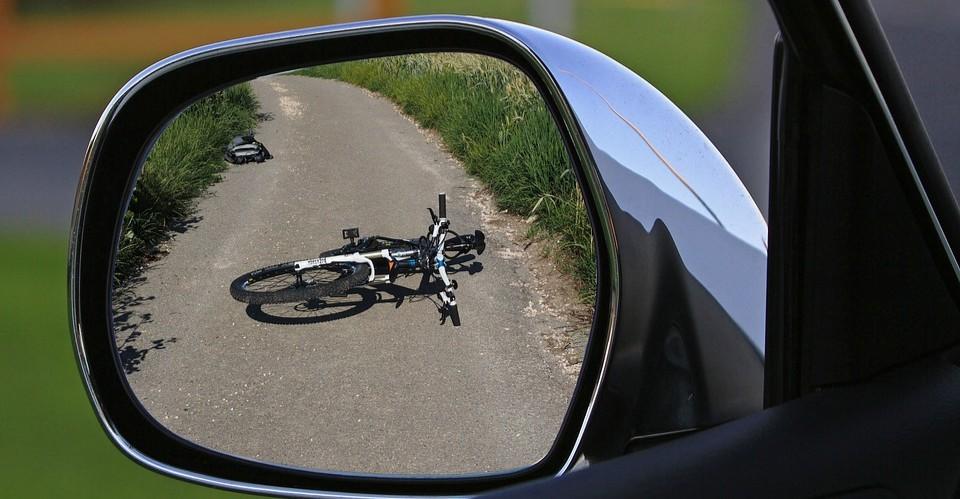 Potrącenie rowerzysty. Nieprzytomnego mężczyznę odwieziono do szpitala