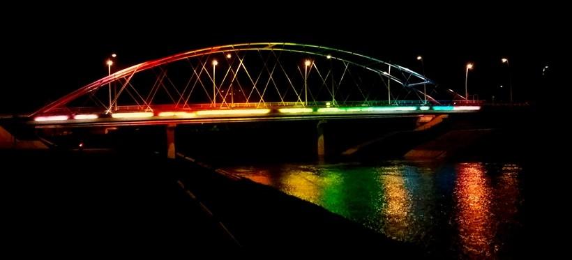 Rzeszów: 25-latek skoczył do Wisłoka z Tęczowego Mostu