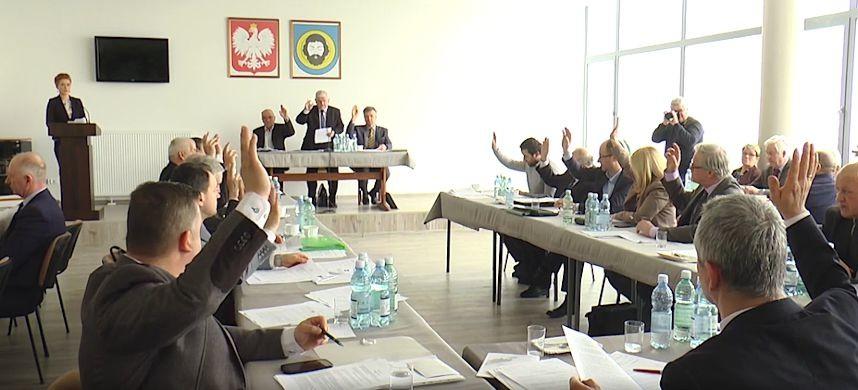 BRZOZÓW: Pierwsze sesje rad w mieście i powiecie