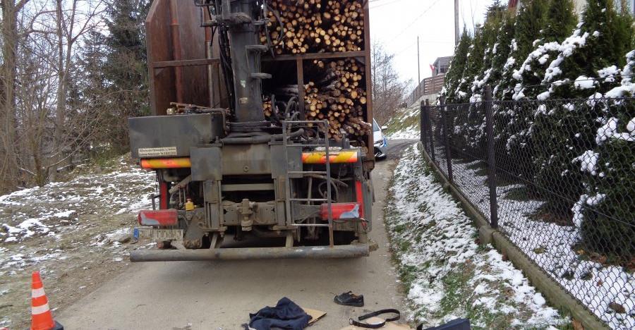 ALBIGOWA. Ciężarówka najechała pieszemu na stopę (FOTO)