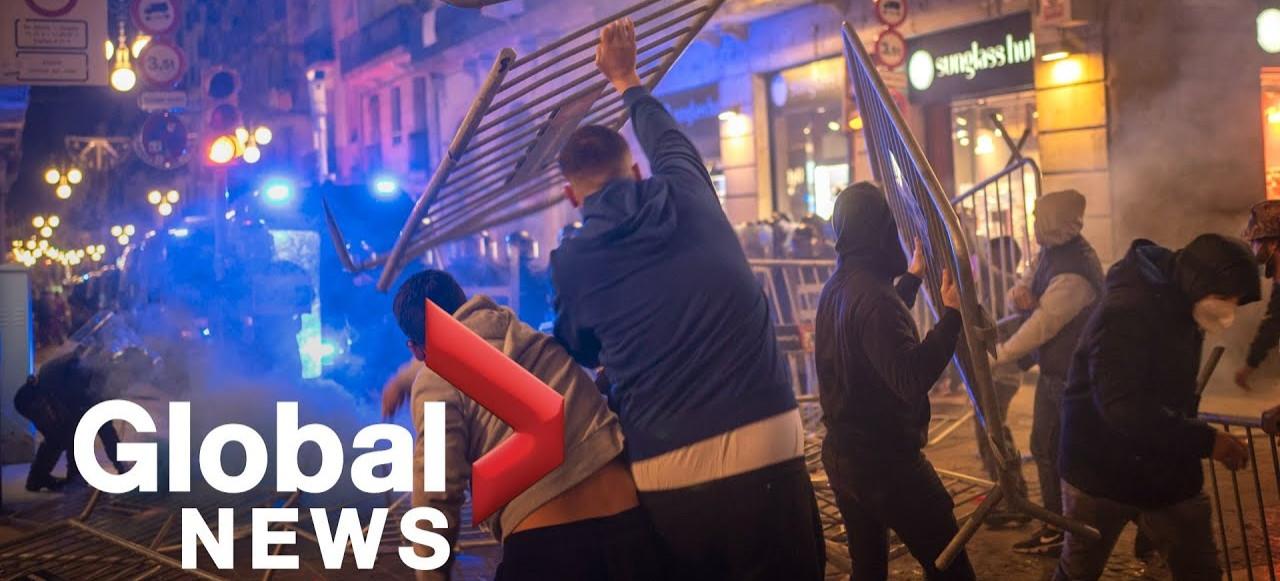 Latające cegły i fajerwerki w stronę Policji. Tak strajkują Hiszpanie z powodu obostrzeń (zobacz VIDEO)