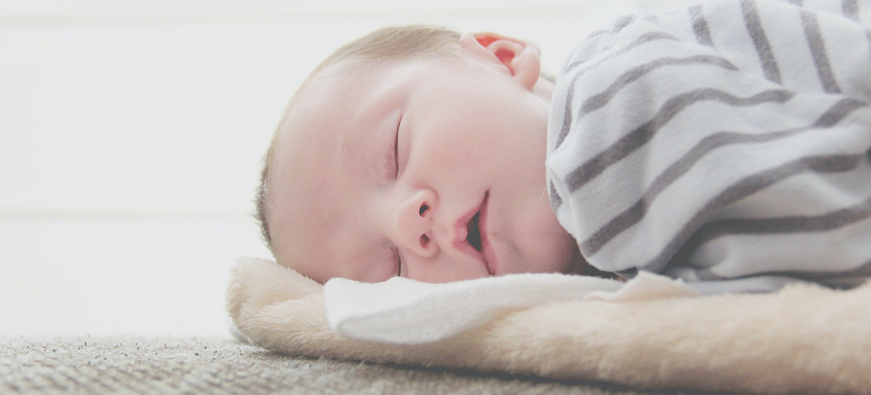 Policyjne poszukiwania 2-letniego chłopca. Dziecko spało za szafą
