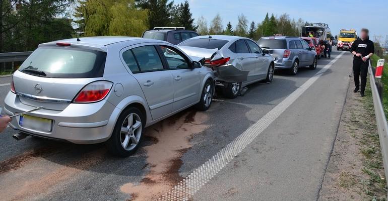 Zderzenie pięciu samochodów w Krośnie. Dwie osoby w szpitalu (ZDJĘCIA)
