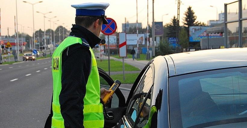 Długi weekend na drogach regionu: 18 wypadków. Jedna osoba zginęła, 19 rannych