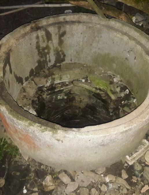 Tragedia w powiecie leskim. Nie żyje kobieta, która wpadła do studni (ZDJĘCIA)