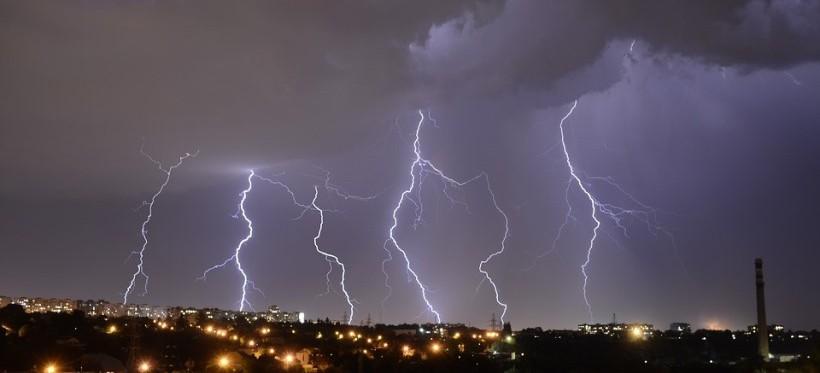 REGION: WCZK ostrzega przed burzami! Wydano ostrzeżenie meteorologiczne