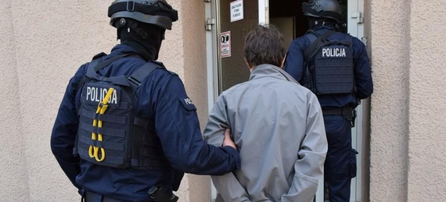 Wyłudzono z NFZ ponad 1,5 miliona złotych. Aptekarze i lekarka usłyszeli zarzuty (VIDEO, ZDJĘCIA)
