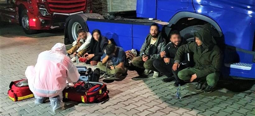 PODKARPACIE. Syryjscy i afgańscy imigranci w naczepie tira z arbuzami! (FOTO)