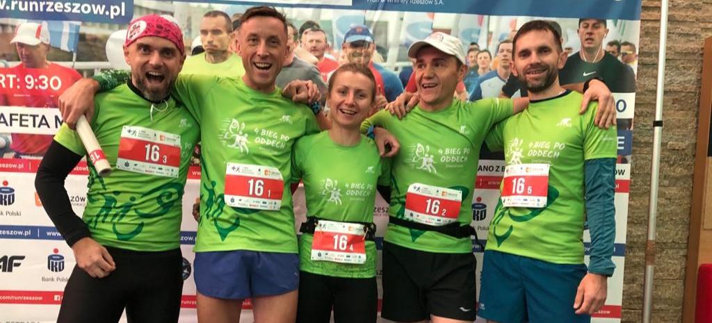 """Sanocka ekipa """"Kilometry Oddechów"""" na rzeszowskim maratonie. Wielkie brawa!"""