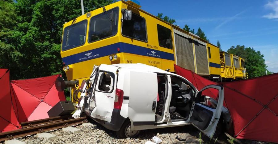 Tragiczny wypadek na przejeździe kolejowym. Nie żyje 23-latka (FOTO)