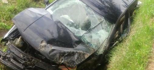 Wypadek w Trzcinicy. Stracił panowanie nad samochodem i zjechał do rowu (FOTO)