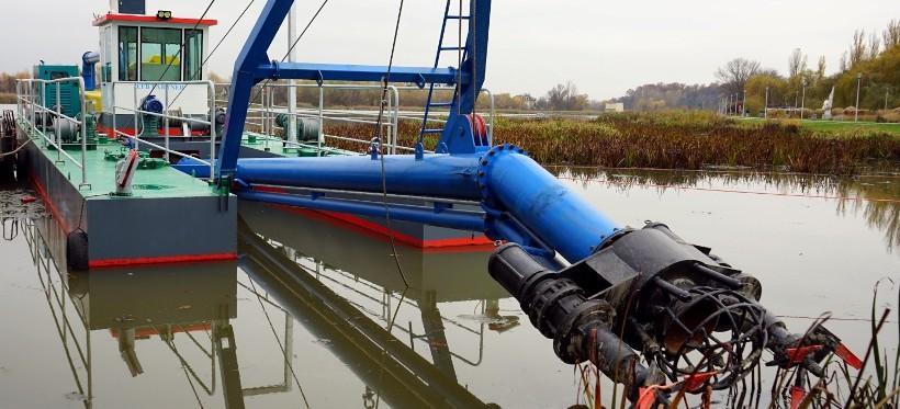 Trwają prace na rzeszowskim zalewie. Refuler rozpoczął odmulanie! (FOTO)