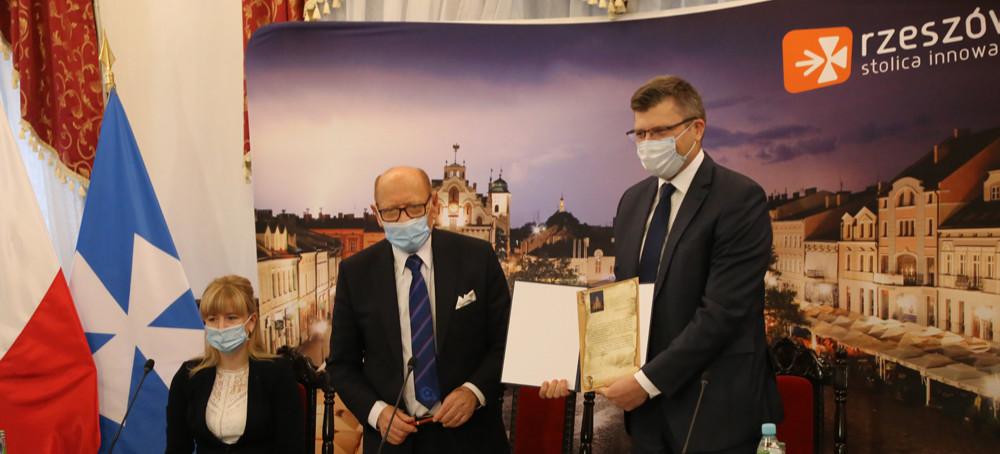 Miasto przejmie Zamek Lubomirskich! Podpisano akt notarialny
