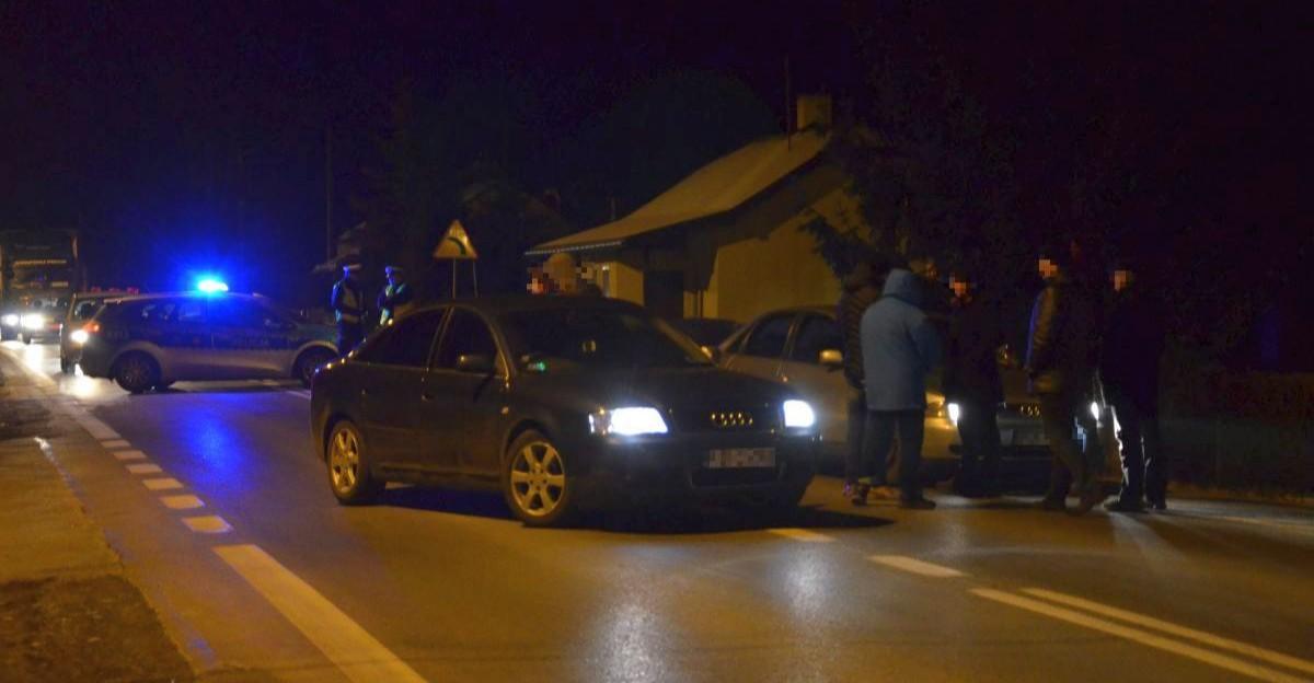 Czy to były policjant siedział za kierownicą? Przeprowadzono wizję lokalną. Sprawa dotyczy składania fałszywych zeznań (FOTO)