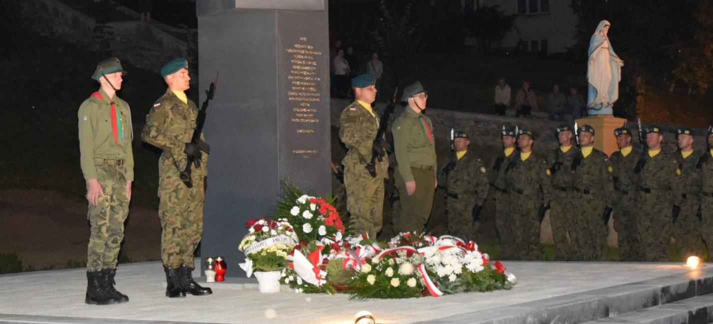 BESKO: Odsłonięto pomnik upamiętniający poległych w II wojnie światowej